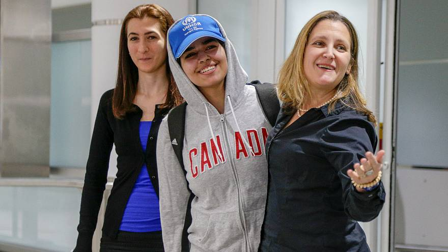 Сбежавшая из Саудовской Аравии Рахаф аль-Кунун прилетела в Торонто