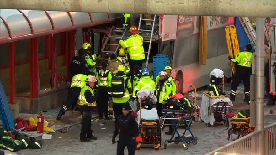 كندا: مقتل ثلاثة وإصابة 23 إثر اقتحام حافلة محطة ركاب في أوتاوا
