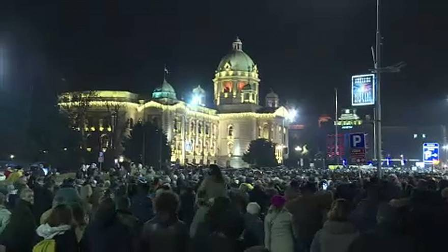 Hatodik hete tüntetnek a szerb elnök ellen