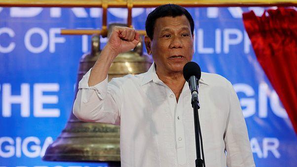 رئیس جمهوری فیلیپین: اسقفها حرامزاده هستند
