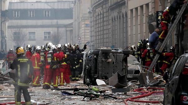 Bombeiros evacuavam o prédio na altura da explosão mortal em Paris