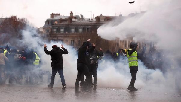 """Tränengas und Festnahmen: """"Gelbwesten"""" demonstrieren wieder"""