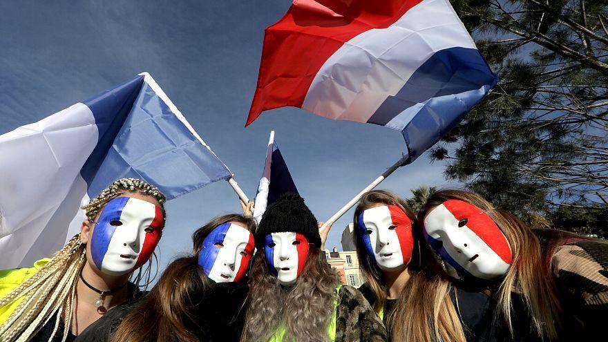 Újabb tiltakozások Párizsban és vidéken Macron politikája ellen