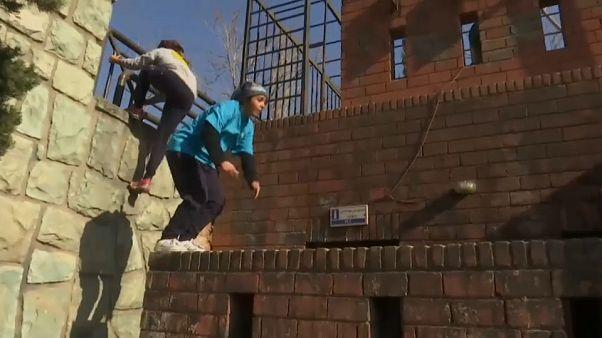 شاهد: إيرانيات تحدين الواقع وكسرن قواعد المجتمع المحافظ بممارسة رياضة الباركور