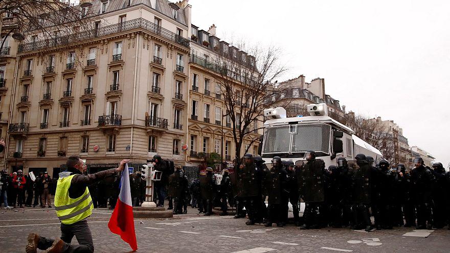 Protesto vivo dos coletes amarelos em França