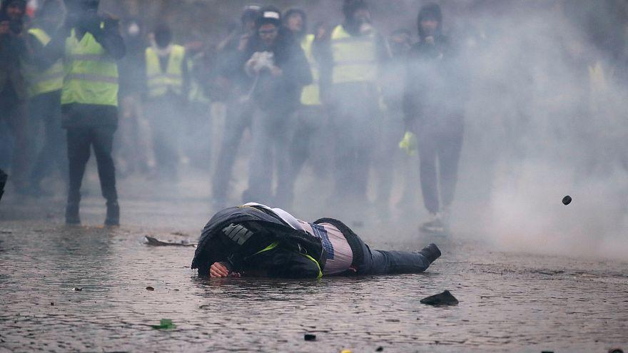 """84.000 """"Gelbwesten"""" fordern Macrons Rücktritt"""