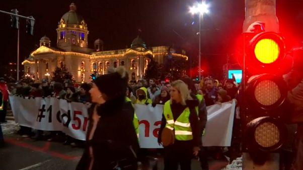 Serbia: sesto sabato in piazza contro Vucic