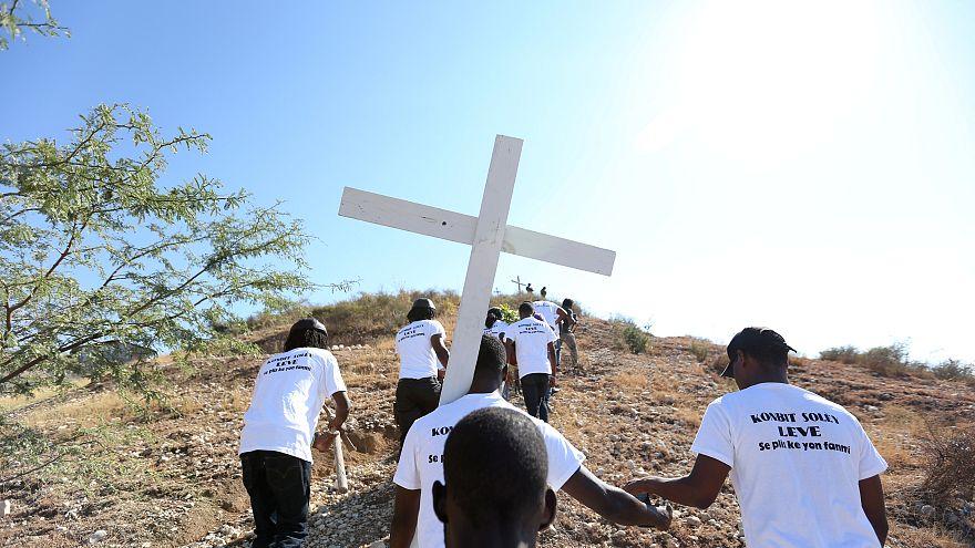 A haiti földrengés áldozataira emlékeztek