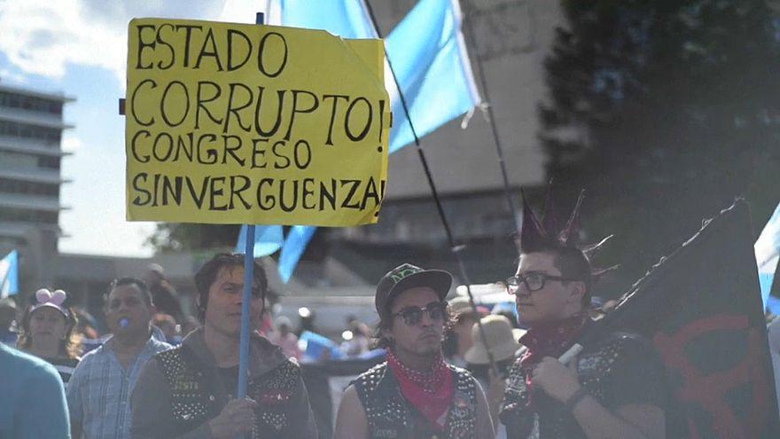 """""""Dieb und Verräter"""": Demonstration gegen Präsident Morales"""