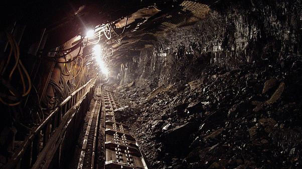 Chinese coal mine roof collapse kills 21: State media