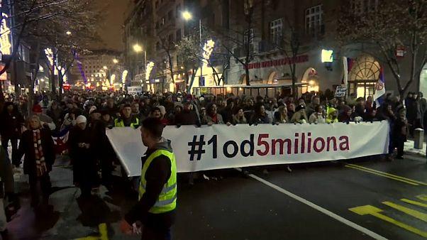 فيديو: الاحتجاجات ضد الرئيس الصربي تدخل أسبوعها السادس