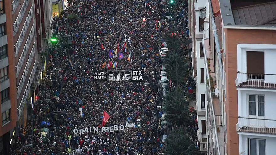 Miles de personas reclaman en Bilbao el retorno a casa de los presos etarras