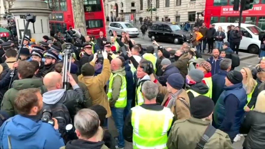 May: Kein Brexit wäre katastrophal