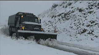 شاهد: الثلوج تعزل عدة مناطق في الجزائر
