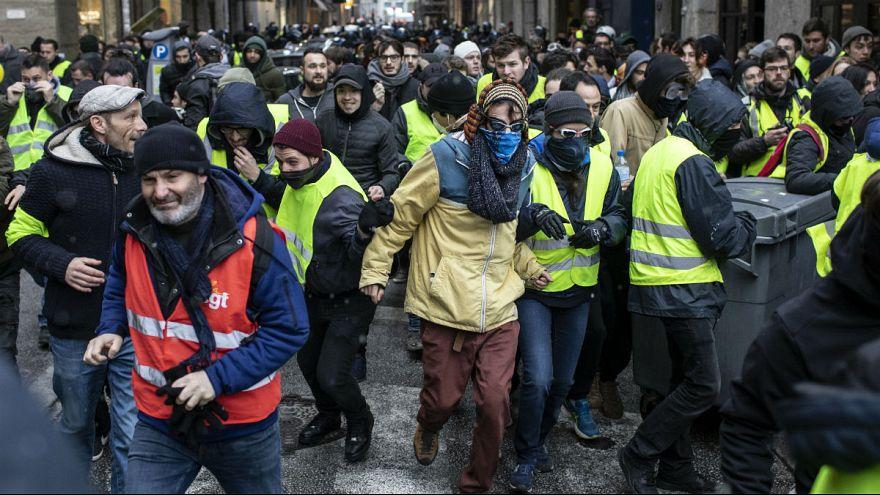 فرانسه؛ تهدید و ضرب و شتم خبرنگاران توسط تعدادی از جلیقه زردها