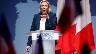 Marine Le Pen fait des Européennes l'occasion de battre Emmanuel Macron