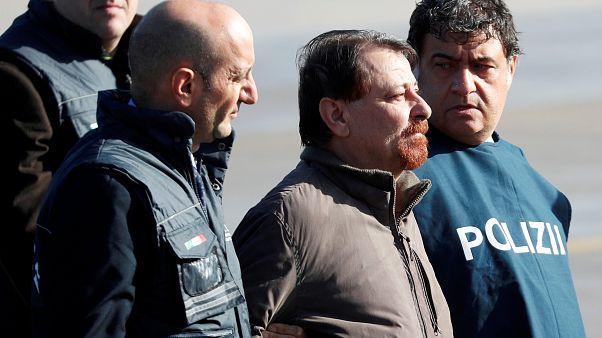 Cesare Battisti aterriza en Italia tras décadas huido