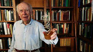 'Siyahilerle beyazlar arasında zeka farkı var' diyen Nobel ödüllü bilim insanı unvanlarından oldu