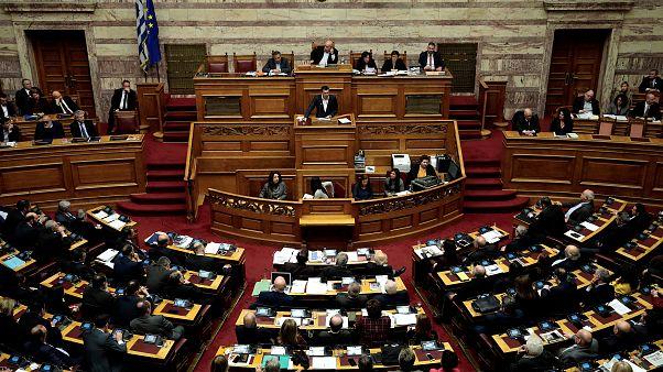 Αντίστροφη μέτρηση για την ψήφο εμπιστοσύνης στη Βουλή