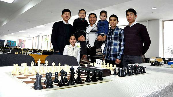Dokuz çocuklu Kırgız Taştekeyev ailesi satrançta 8 şampiyon çıkardı