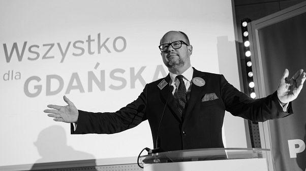 Belehalt sérüléseibe a megkéselt gdanski polgármester