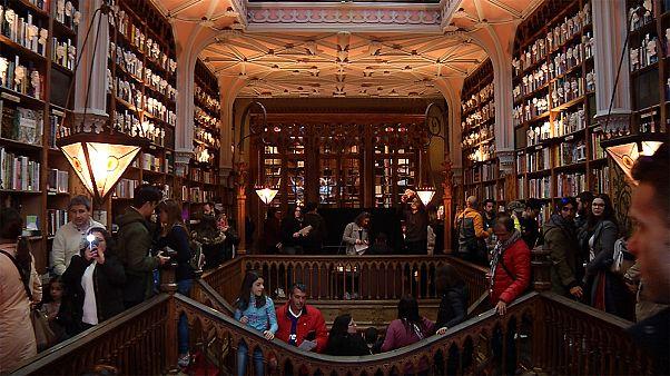 """بالفيديو: تعرف على مكتبة تاريخية ألهمت مؤلفة """"هاري بوتر"""""""