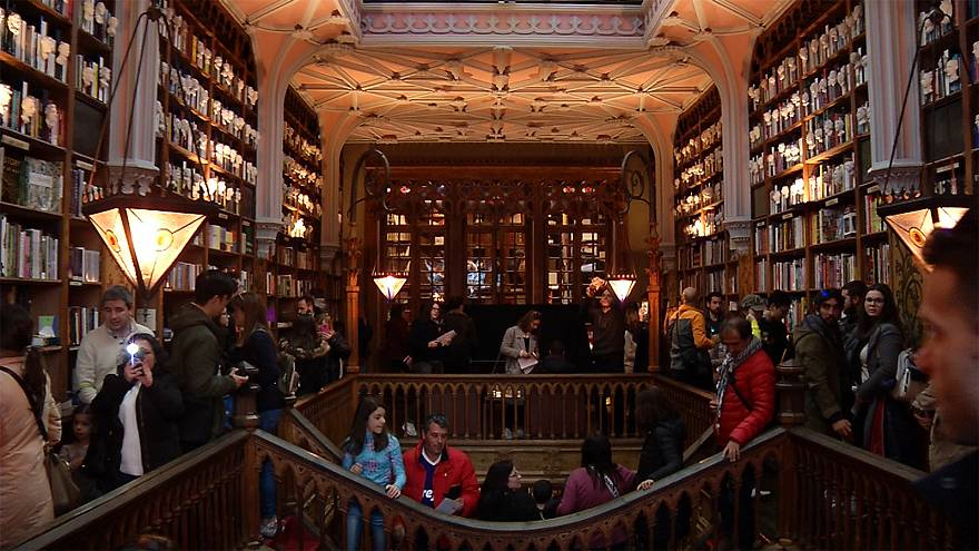 """Harry Potter"" bookshop celebrates 113th birthday"