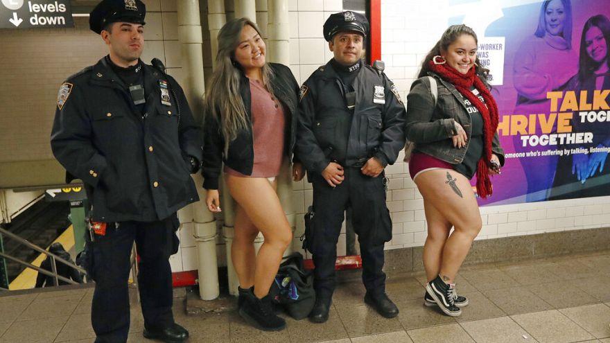 New York ve Berlin'de geleneksel 'Pantolonsuz Metro Günü' eylemi
