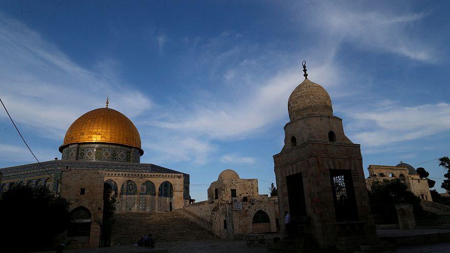 شاهد: انتهاء حصار قبة الصخرة بعد انسحاب القوات الإسرائيلية