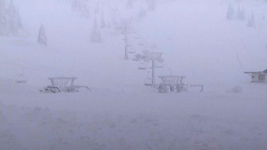 Snow submerges Austrian ski resort