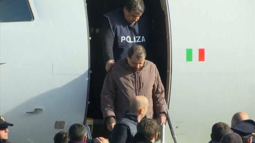 Чезаре Баттисти доставлен в Рим