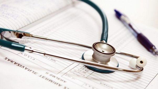 أين يتمركز أطباء الأسنان والصيادلة وأخصائيو العلاج الطبيعي في التكتل الأوروبي؟