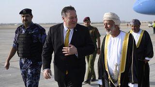 وزير الخارجية الأمريكي يصل عمان ويلتقي السلطان قابوس بن سعيد