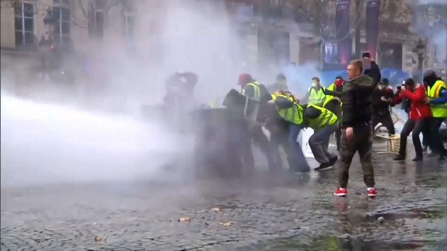 """خسائر فرنسا إزاء تاسع أسبوع من حركة احتجاجات """"السترات الصفراء"""""""