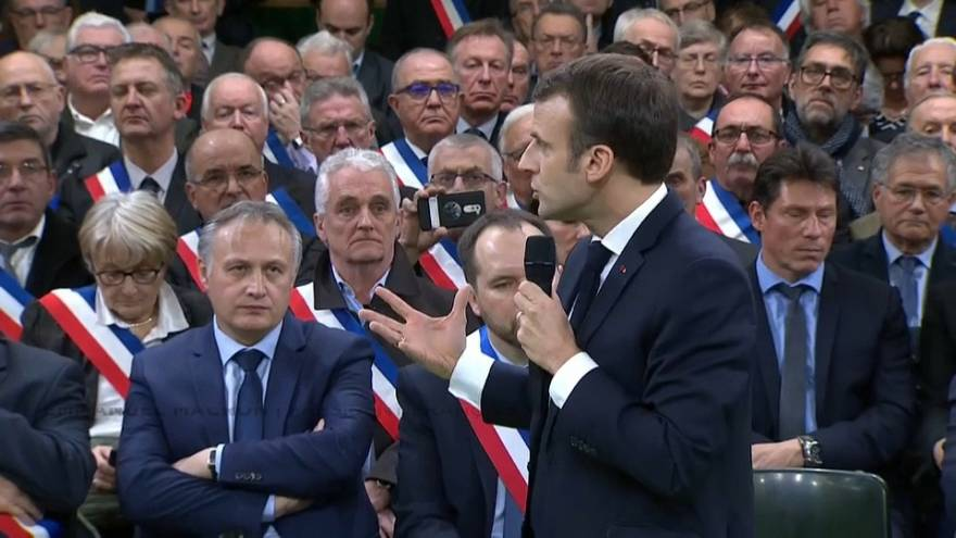 Франция: Макрон дал старт национальным дебатам