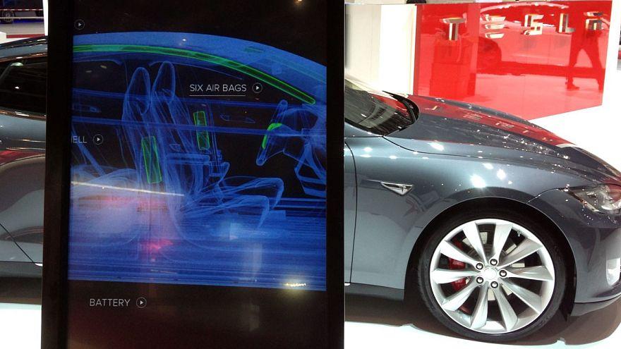 Tesla yeni aracı Model 3'ü hackleyene bedava verecek
