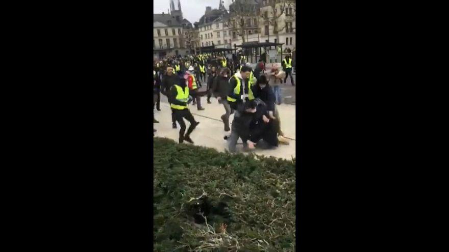 """""""Gilets jaunes"""" : le cri d'alarme des journalistes"""