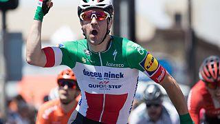 Etappengewinner Elia Viviani nach seinem Schlusssprint