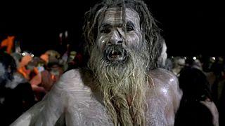 شاهد: ملايين الهندوس يحتفلون بمهرجان القدر في نهر الغانج