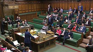 Brexit : Theresa May face au Parlement