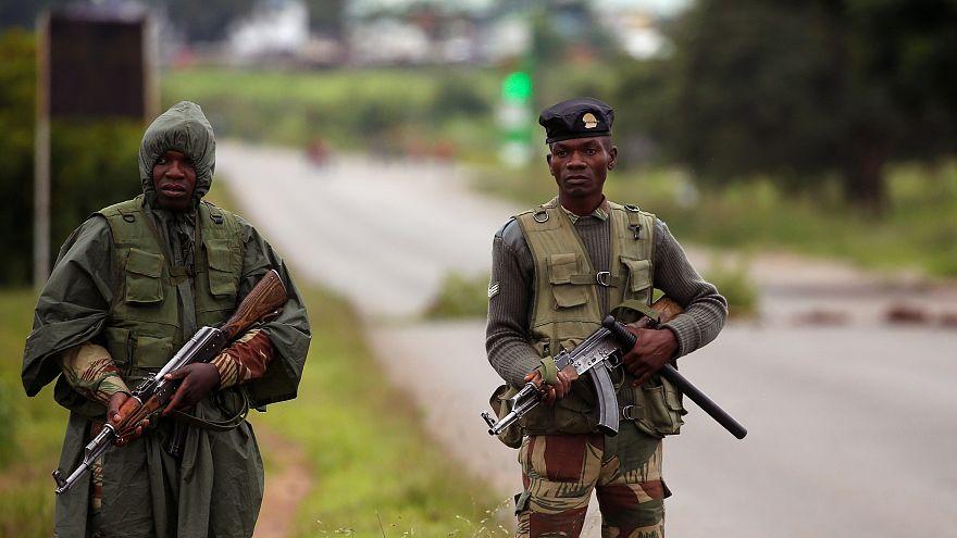 جنود يجوبون شوارع زيمبابوي بعد احتجاجات عنيفة أشعلها رفع أسعار الوقود