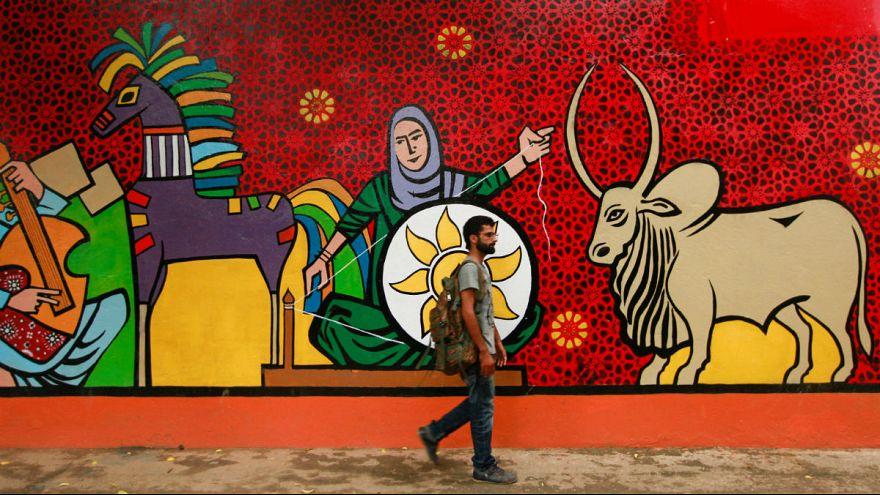 تلاش برای لغو ممنوعیت روز ولنتاین در پاکستان؛ ابداع روز خواهران مسلمان