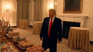 Video: Beyaz Saray'a Mc Donalds'dan 300 hamburger ısmarlayan Trump: Cebimden ödedim