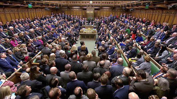 Brexit: NO del Parlamento all'accordo, oggi voto di sfiducia
