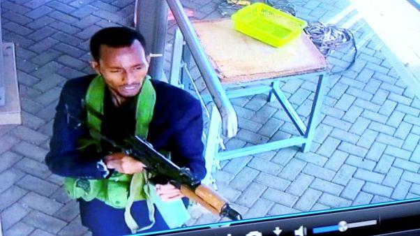أحد منفذي هجوم نيروبي التقطته كاميرات المقرابة