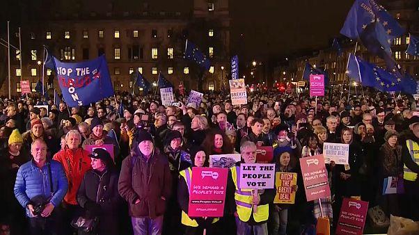 Pro und contra Brexit in London: Public Viewing vor Parlament