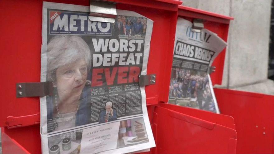 Brexit: Διχασμένοι οι Βρετανοί πολίτες μια ημέρα μετά την ήττα της Μέι