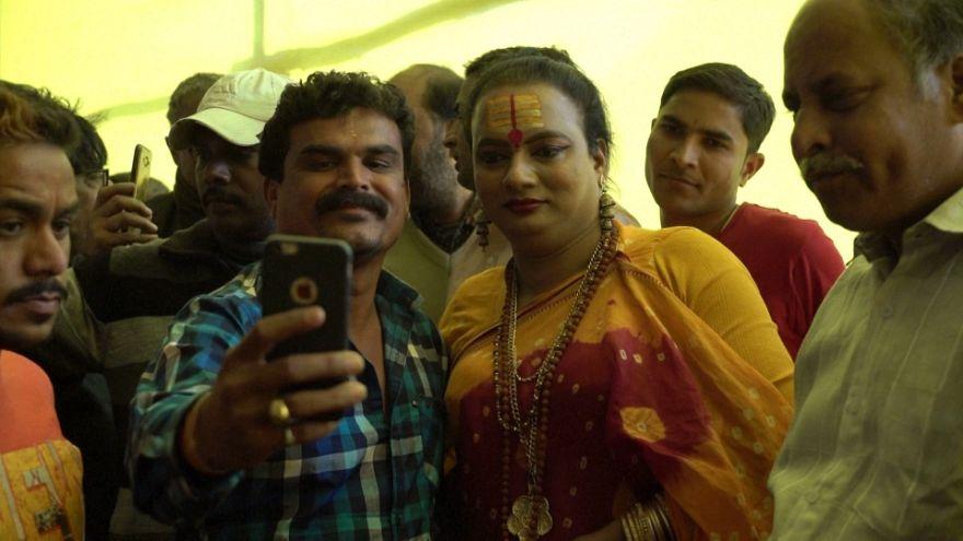 حضور رهبر هندوهای تراجنسیتی در مراسم مذهبی «کومبه میلا»