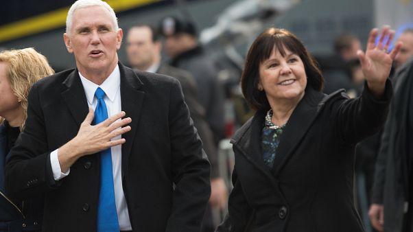 نائب الرئيس الأمريكي وزوجته كارن بنس