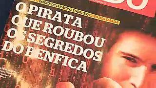 Capa da revista Sábado da edição com um extenso artigo sobre Rui Pinto